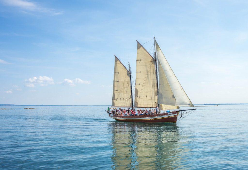 ship-boat-lake-garda-italy-sea-vessel