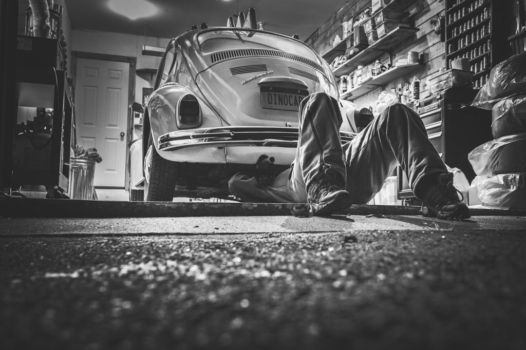 car-repair-362150_1280
