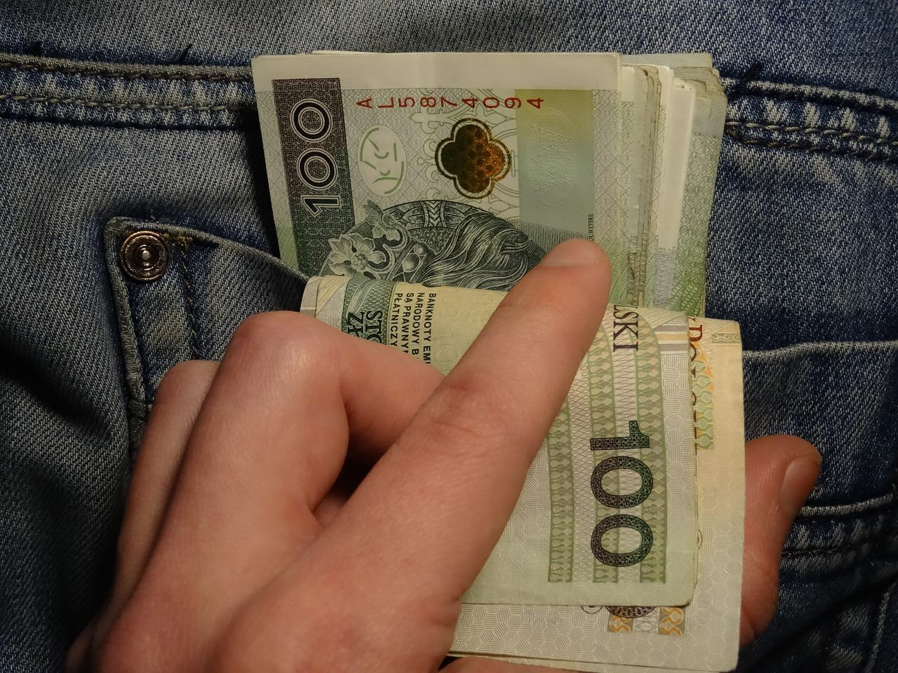 pieniadze w kieszeni
